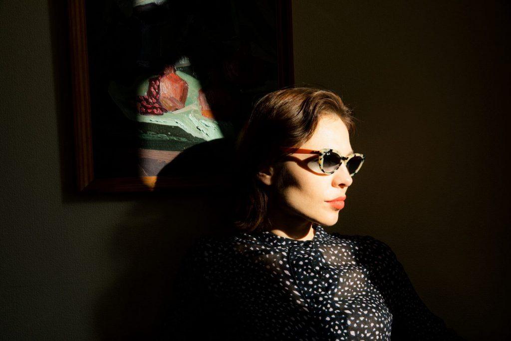 Nina Kraviz lanza colaboración con Ray-Ban con unos lentes edición limitada