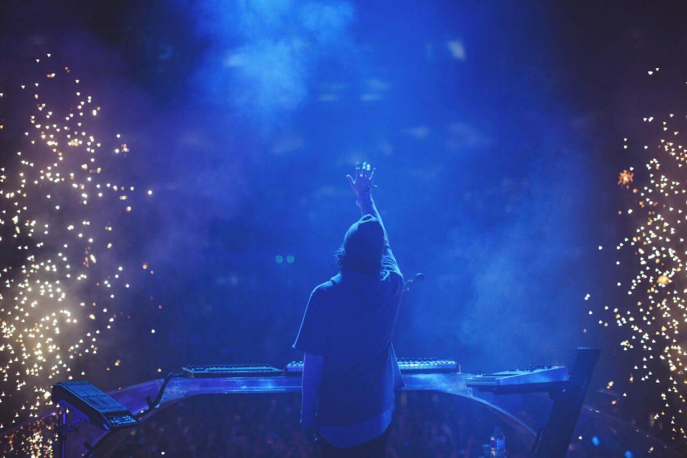 Porter Robinson lanza nueva mercancía por el 4to aniversario de Worlds Live Tour