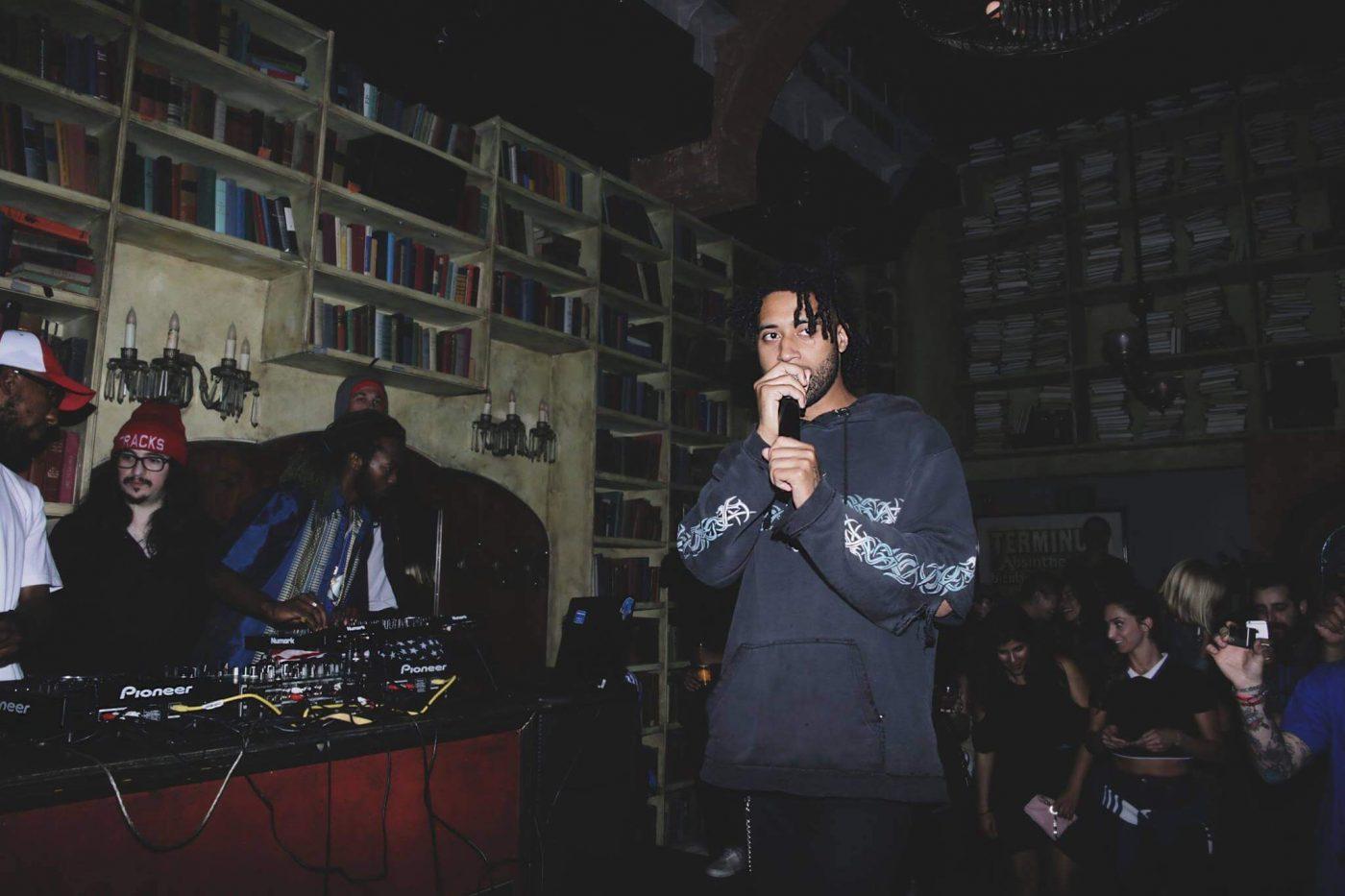 Este artista hace retratos de DJs usando únicamente emojis