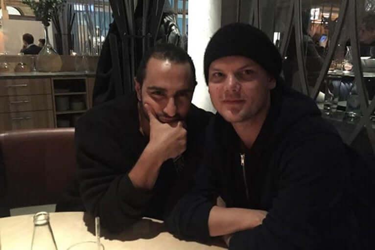 El padre de Avicii culpa a Ash Pournouri por la muerte del DJ