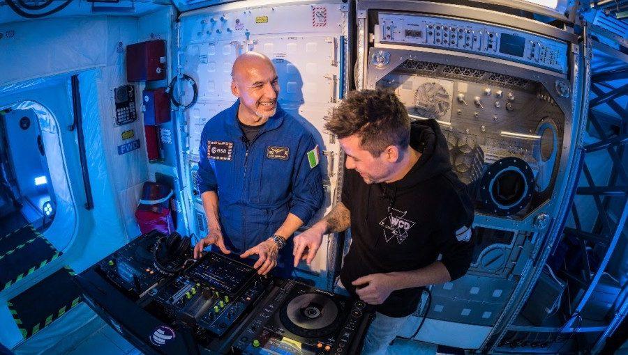 Este DJ desconocido será el primero en tocar en vivo en el espacio.